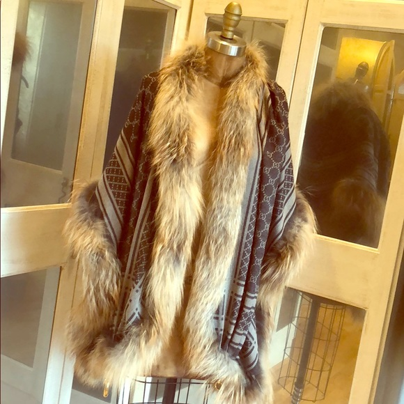 76d5a48de3d Gucci Jackets   Blazers - Gucci Silver Fox Fur Trim Shawl